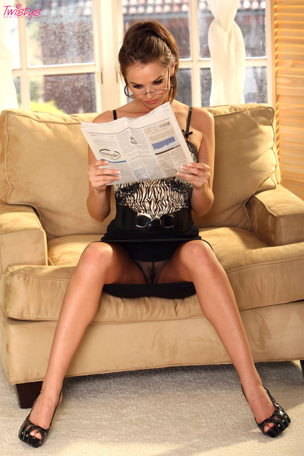 Booty secretary reading newspaper takes anal at the office 3